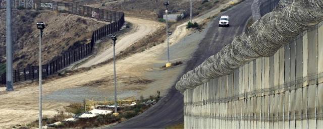 a-migrantes-no-les-da-miedo-muro-de-trump-por-tierra-o-mar-van-a-seguir-cruzando-1460140806 (1)